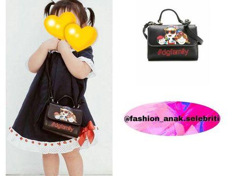 Gaya anak artis Indonesia dengan tas mewahnya.