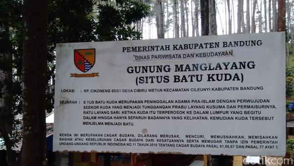 Situs batu kuda ini merupakan peninggalan agama pra-Islam dengan perwujudan seekor kuda yang menjadi tunggangan Prabu Layang Kusuma dan permaisurinya, Ratu Layang Sari. (Siti Fatimah/detikTravel)