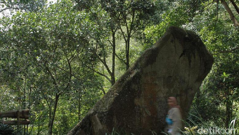 Batu Kuda di Bandung Timur