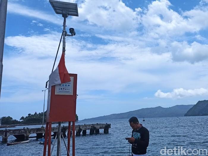 BMKG memberikan tambahan bantuan alat peringatan dini (early warning system-EWS) tsunami di pesisir selatan Trenggalek.