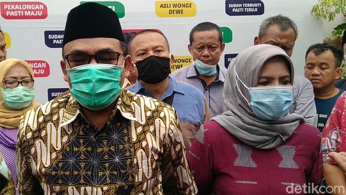 Cabup petahana Pekalongan Asip Kholbihi dan Sumarwati mengaku kalah di Pilkada Pekalongan 2020,Kamis (10/12/2020).