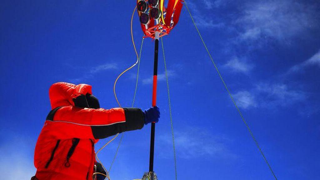Guru Asal Hong Kong Ini Cetak Rekor Tercepat di Gunung Everest