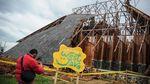 Geo Theater Rancakalong Ambruk Diterpa Angin Kencang