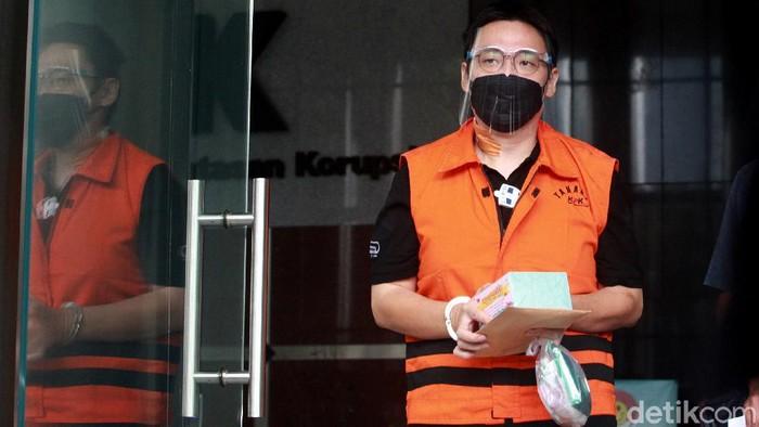 Tersangka kasus dugaan suap proyek SPAM di Kementerian PUPR, Leonardo Jusminarta Prasetyo, diperiksa KPK. Ia diperiksa KPK terkait kasus yang menjeratnya.