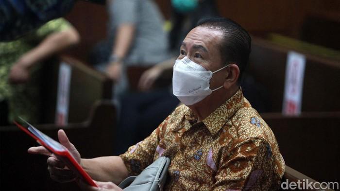 Djoko Tjandra kembali menjalani sidang di Pengadilan Tipikor, Jakarta. Irjen Pol Napoleon Bonaparte dan Brigjen Pol Prasetijo Utomo hadir sebagai saksi.