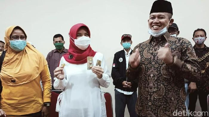 Paslon Arif Sugiyanto-Ristawati Purwaningsih mengklaim unggul dari kotak kosong di Pilkada Kebumen, Rabu (9/12/2020).