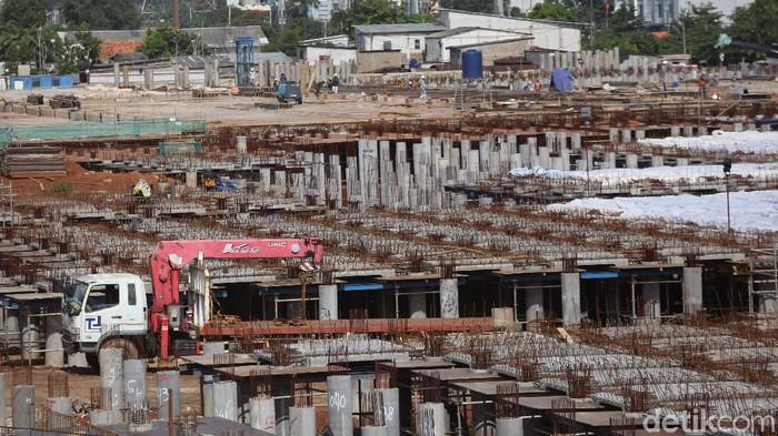 Pembangunan depo LRT Bekasi terus berlangsung pengerjaannya. Depo seluas 12, 22 hektar itu akan jadi tempat parkir serta tempat perawatan LRT Jabodebek.