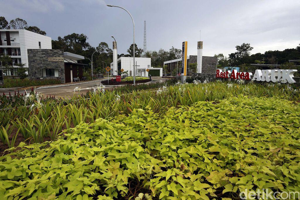Pos Lintas Batas Negara (PLBN) Terpadu Aruk, di Kabupaten Sambas, Kalbar, ini memiliki desain yang unik nan modern. Seperti apa penampakannya? Yuk, lihat.