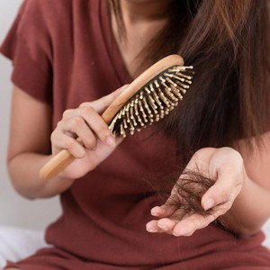 6 Cara Perawatan Rambut Rontok yang Parah