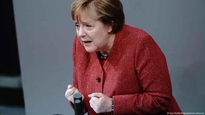 Sambil Memohon, Kanselir Angela Merkel Instruksikan Pembatasan Corona Ketat