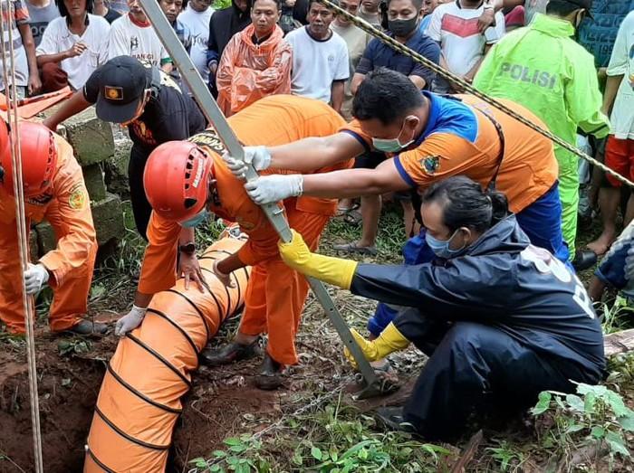 Seorang bocah yang hilang sejak kemarin ditemukan tewas dalam sumur di Jepara, Kamis (10/12/2020).
