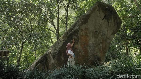 Situs batu kuda berada di Kampung Cikoneng, Desa Cibiru Wetan, Kecamatan Cileunyi, Kabupaten Bandung. (Siti Fatimah/detikTravel)