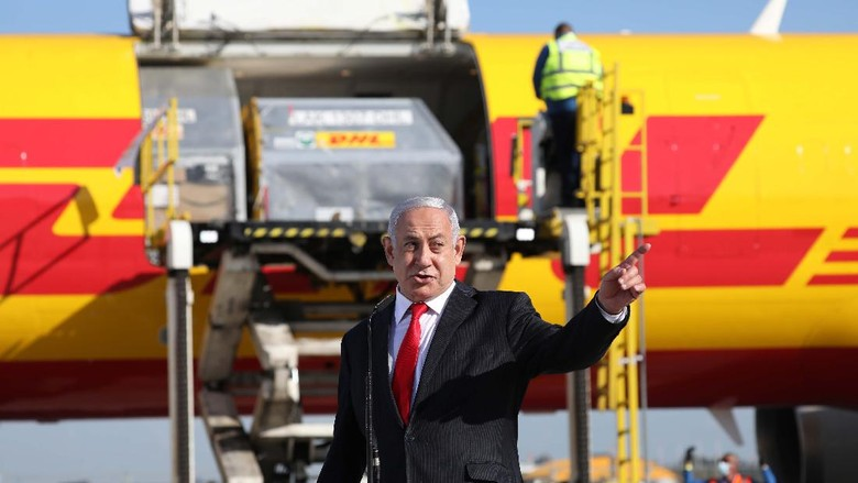 Israeli Prime Minister Benjamin Netanyahu, left, attends the arrival of over 100,000 of doses of the Pfizer coronavirus vaccines at the Ben Gurion Airport near Tel Aviv, Israel, Wednesday, Dec. 9, 2020. (Abir Sultan/Pool Photo via AP)