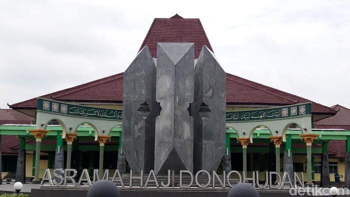 Asrama Haji Donohudan Boyolali digunakan sebagai tempat karantina pasien virus Corona (COVID-19). Asrama haji di Boyolali ini dikhususkan untuk merawat pasien OTG Corona.