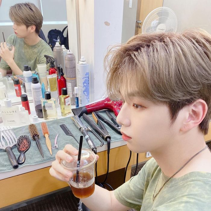 Bertambah Usia, Ini Pose Menggemaskan Kang Daniel dengan Kue Ulang Tahun