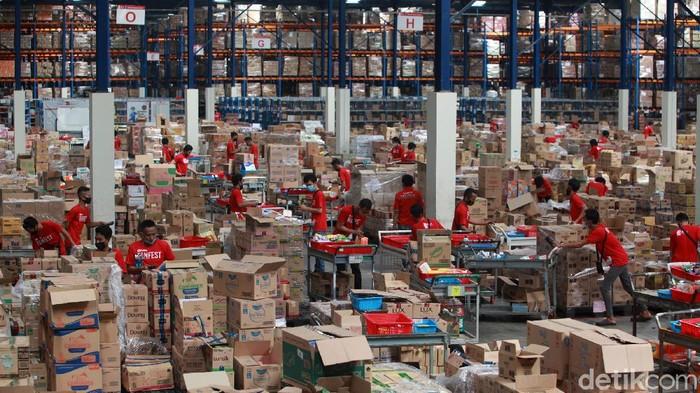 Jelang hari belanja online nasional (Harbolnas) yang jatuh pada Sabtu (12/12) besok, sejumlah e-commerce terlihat sibuk luar biasa. Penasaran?