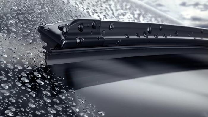 Mengendarai mobil saat hujan