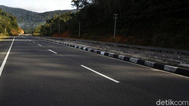 Pemerintah melalui Kementerian Pekerjaan Umum dan Perumahan Rakyat (PUPR), mempercantik kawasan perbatasan Indonesia dan Malaysia di Kalimantas Barat.