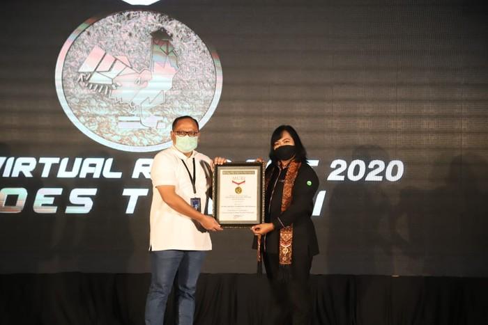Pelindo III pecahkan rekor MURI setelah mengajak masyarakat untuk hidup sehat di tengah pandemi COVID-19 lewat gelaran Port Virtual Run and Ride 2020.