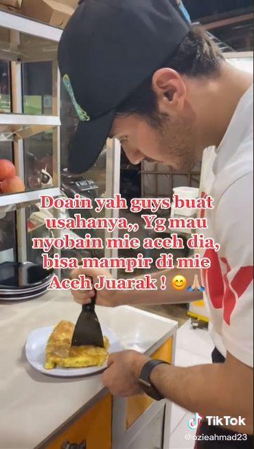 Penjual Mie Aceh Tampan Ini Ternyata Seorang Model