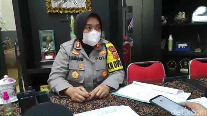 Polisi mengamankan lima mahasiswa terkait kerumunan massa demo
