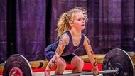 Baru 7 Tahun Bisa Angkat Beban 80 Kg, Inikah Gadis Cilik Terkuat di Dunia?