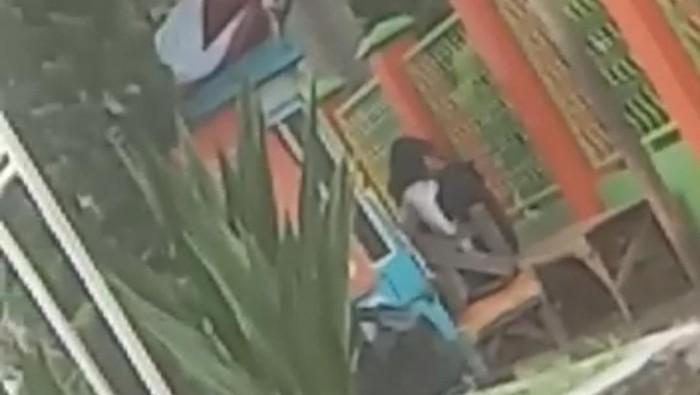 Sejoli mesum di pinggir jalan Garut terekam video
