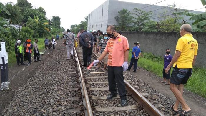 Seorang warga Tulungagung yang diduga mengalami gangguan jiwa, tewas tertabrak Kereta Api Gajayana.