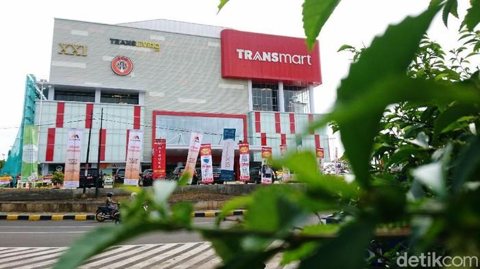 Transmart Cilegon resmi dibuka hari ini, Jumat (11/12/2020). Kini masyarakat Cilegon tidak perlu lagi jauh-jauh ke Jakarta dan Bekasi untuk menikmati wahana di Transmart.