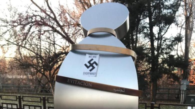Sebuah tugu peringatan yang didedikasikan untuk Anne Frank, dirusak oleh orang tak dikenal dengan membubuhi stiker yang menunjukkan simbol swastika.
