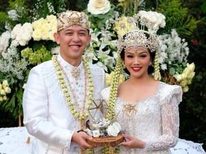 Cantiknya Yura Yunita Jadi Pengantin Sunda di Hari Pernikahan