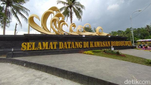 Gerbang Dengan Ikon Kapal Samudra Raksa Untuk Menuju Candi Borobudur