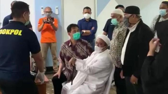 Habib Rizieq diswab test di Polda Metro Jaya (Dok. Istimewa)