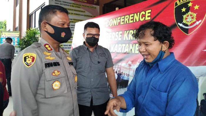 Pria yang fotonya dinarasikan sebagai jenazah laskar FPI yang tersenyum lapor polisi