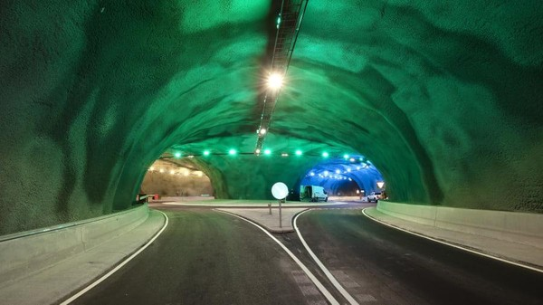 Tak pelak, jaringan terowongan Eysturoy yang akan segera dibuka telah menimbulkan kehebohan karena kecantikannya.