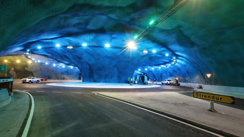 Di bawah Samudra Atlantik sebelah utara terdapat serangkaian terowongan bawah laut yang menghubungkan pulau-pulau di Kepulauan Faroe. Terowongan ini begitu canggih dan indah!