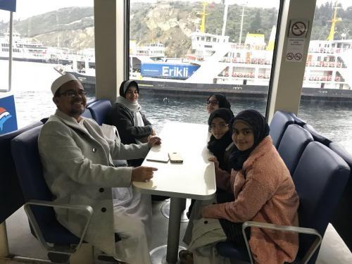 Momen Habib Rizieq Shihab Makan Nasi Kotak hingga Nasi Mandhi
