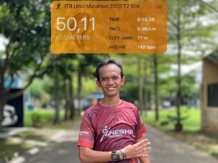 Ketua Pelaksana BNI-ITB Virtual Ultra Marathon Ahmad Shalahuddin Zulfa yang akrab disapa Danang berhasil menyelesaikan lari marathonnya sejauh 50 Km di Tangerang
