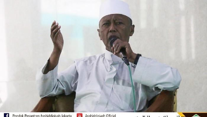 KH Noer Muhammad Iskandar SQ atau KH Nur Iskandar (Dok Situs Web Ponpes Asshiddiqiyah)