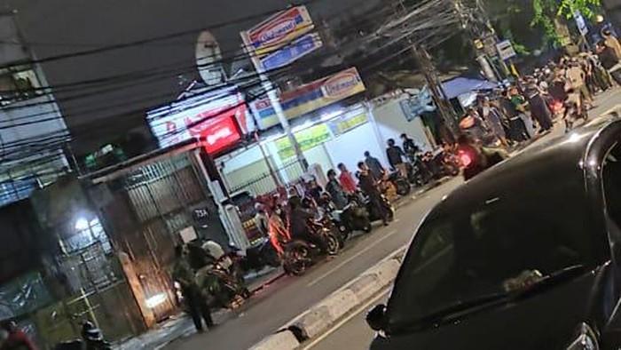 Massa di Jalan KS Tubun