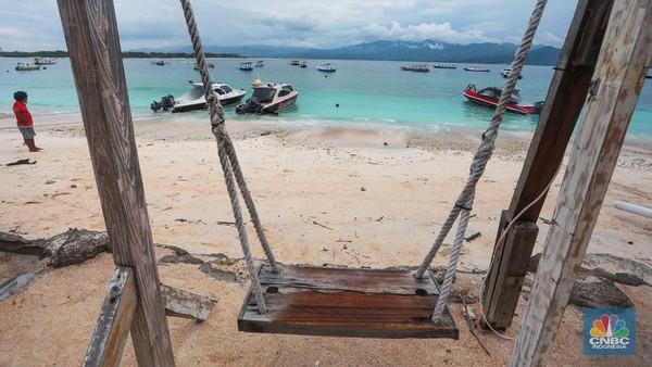 Biasanya pada bulan Desember banyak pelancong yang mulai menghabiskan liburan akhir tahun di Pulau ini. Namun, situasi sekarang tidak demikian.