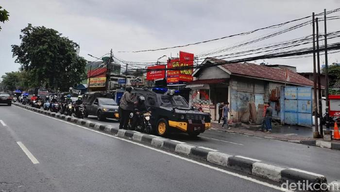 Rombongan polisi-TNI patroli di Jakpus (Tiara Aliya Azzahra/detikcom).