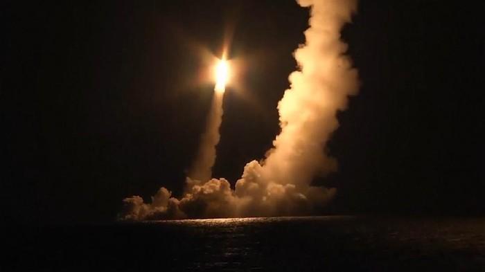 Rusia Uji Coba Kapal Selam Nuklir, 4 Rudal Ditembakkan