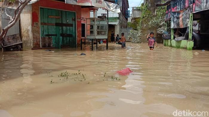 Sempat Surut, Banjir Kembali Landa Kawasan Medan Maimun