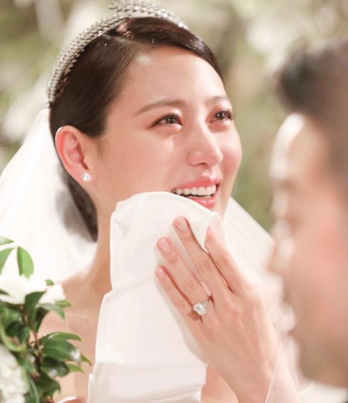 1 Tahun pernikahan Claudia Kim