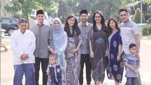 Ananda Soebandono bersama keluarga