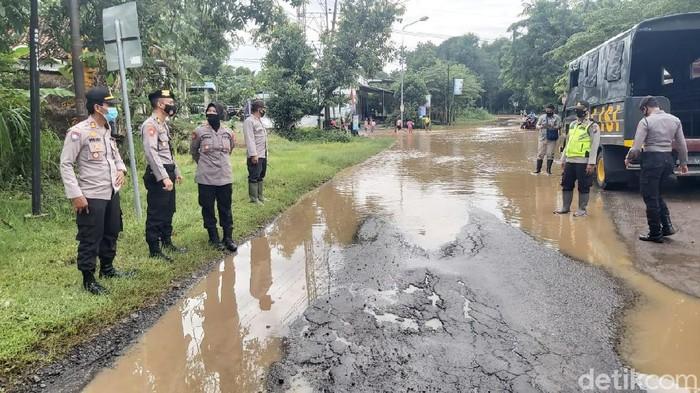 Sungai Madiun yang melintas di Ngawi meluap dan membuat tiga desa terendam banjir. Tiga desa tersebut berada di Kecamatan Kwadungan dan Pangkur.