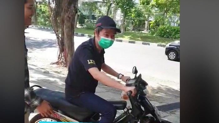 Crazy Rich Surabayan susah menyalakan Honda Supra Fit