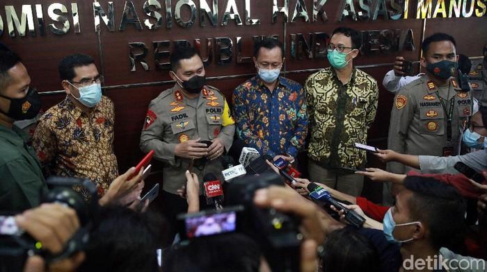 Ketua Komnas HAM dan Kapolda Metro bertemu di Gedung Komnas HAM. Pertemuan itu bahas konflik senjata antara polisi-FPI di Tol Jakarta-Cikampek Senin (7/12) lalu