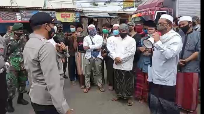 Massa FPI di Tengarang Protes kasus Habib Rizieq Shihab